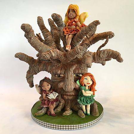 Albero Magico - Albero: scultura con struttura in polistirolo e fil di ferro decorata in pasta di zucchero. Fate in pasta di zucchero realizzate con la tecnica del modeling .